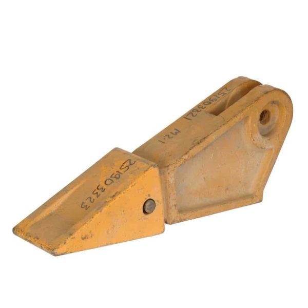 Купить Зуб ковша боковой левый XCMG LW300 и другие запчасти для спецтехники в ООО «Дортехника».