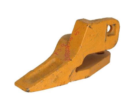 Купить Зуб ковша боковой левый SDLG LG956 и другие запчасти для спецтехники в ООО «Дортехника».