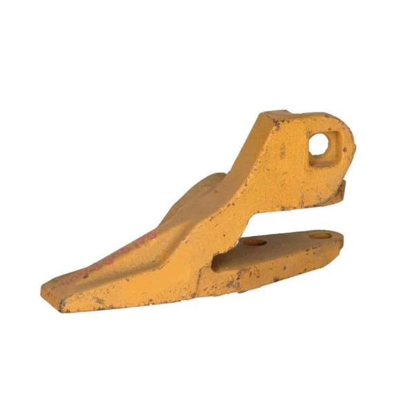 Купить Зуб ковша левый SDLG и другие запчасти для спецтехники в ООО «Дортехника».