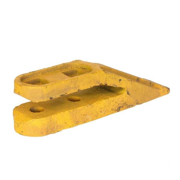 Купить Зуб ковша SHANTUI SL30W и другие запчасти для спецтехники в ООО «Дортехника».