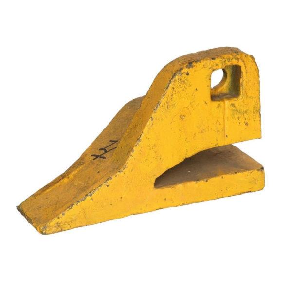 Купить Зуб ковша боковой левый SHANTUI SL30W и другие запчасти для спецтехники в ООО «Дортехника».