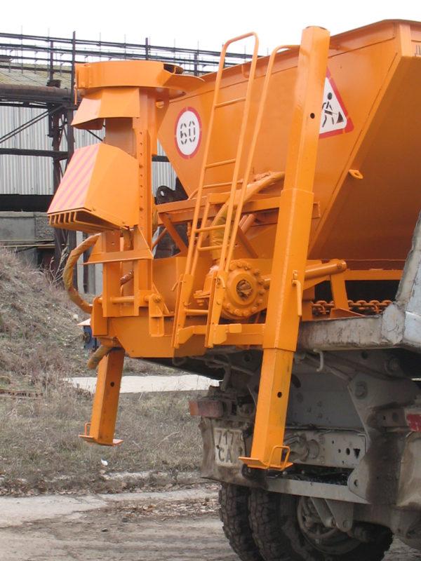 Купить Пескоразбрасыватель ДМ-28-20 и другое навесное оборудование для спецтехники в ООО «Дортехника».