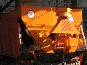 Купить Пескоразбрасыватель ДМ-41 и другое навесное оборудование для спецтехники в ООО «Дортехника».