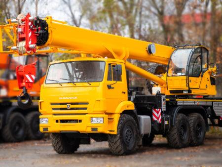 Купить Автокран КамАЗ КС-55713-5К-4 и другую дорожную технику по низкой цене в ООО «Дортехника».