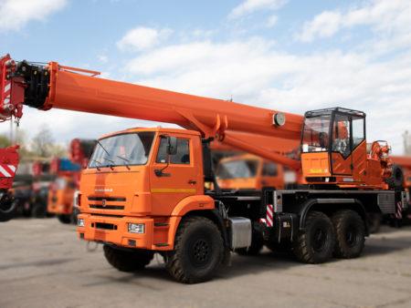 Купить Автокран КамАЗ КС-55713-5К-4 LIGHT и другую дорожную технику по низкой цене в ООО «Дортехника».