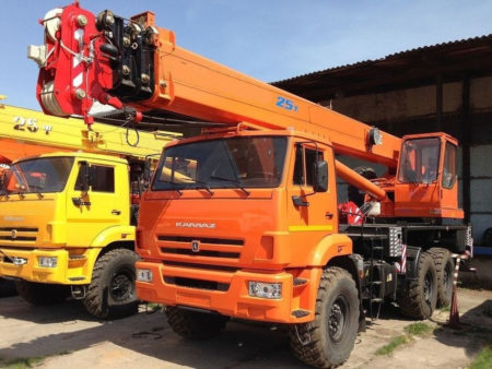 Купить Автокран КамАЗ КС-55713-5К-3 и другую дорожную технику по низкой цене в ООО «Дортехника».