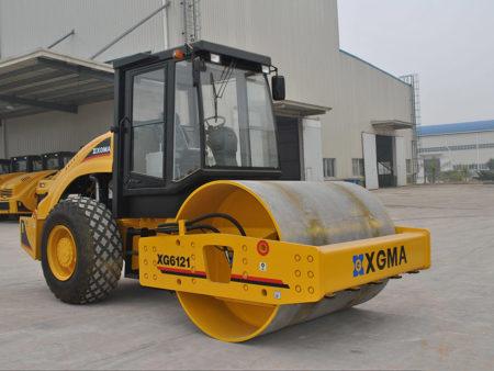 Купить Каток грунтовый XG6121 и другую дорожную технику по низкой цене в ООО «Дортехника».